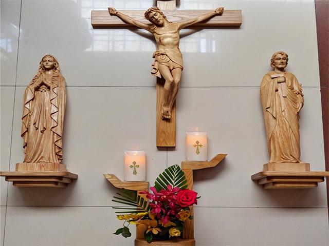 Mỗi gia đình Công Giáo đều có ít nhất một bàn thờ Thiên Chúa trong nhà