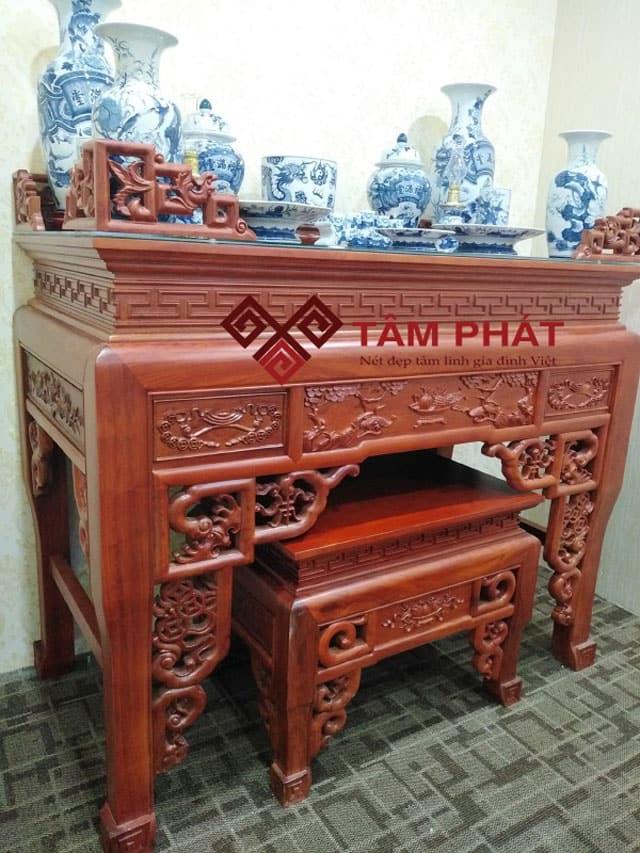 Bàn thờ đứng gỗ hương với các họa tiết cầu kỳ