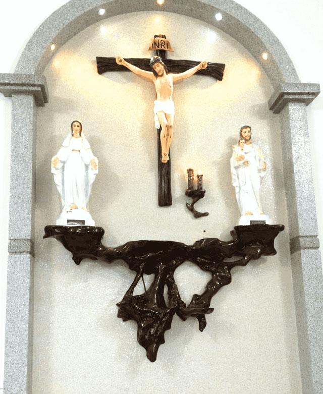 Bàn thờ Chúa treo tường đẹp, hiện đại, đơn giản