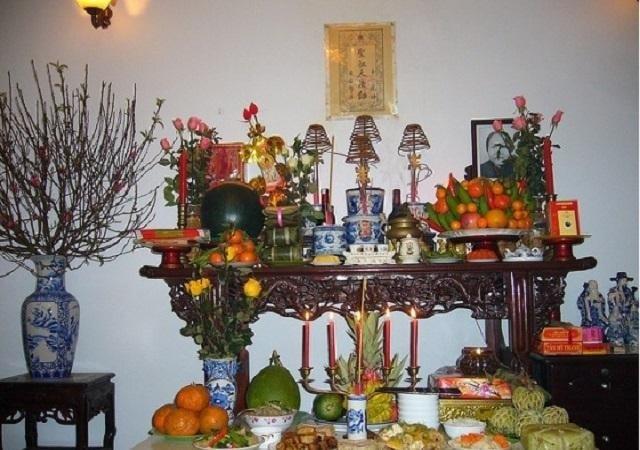 Cách sắp xếp bàn thờ gia tiên đẹp chuẩn cho mọi gia đình. Cách bố trí bàn thờ tổ tiên chuẩn phong thủy. Cách bài trí đồ thờ trên bàn thờ bày trí trong phòng thờ