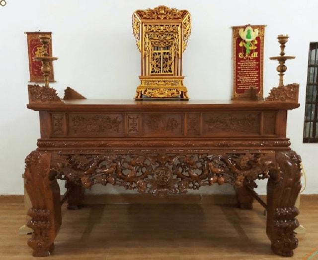 Vị trí của khám và ngai thờ trên bàn thờ gia tiên