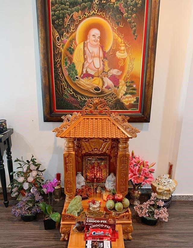 Thông thường tượng Di Lặc thường đặt ở vị trí trang trọng nhất trong nhà hoặc trên bàn thờ Ông Địa