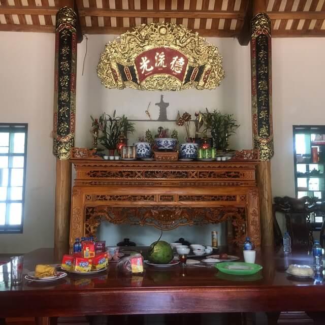 Cách đặt bàn thờ gia tiên chuẩn theo phong thủy, vị trí đặt bàn thờ gia tiên trong nhà. Chọn mua kích thước bàn thờ gia tiên phù hợp. Hướng đặt bàn thờ gia tiên
