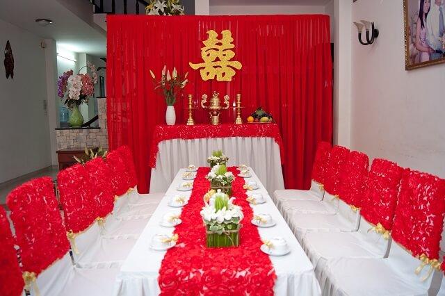 Lưu ý trong chưng hoa bàn thờ gia tiên ngày cưới