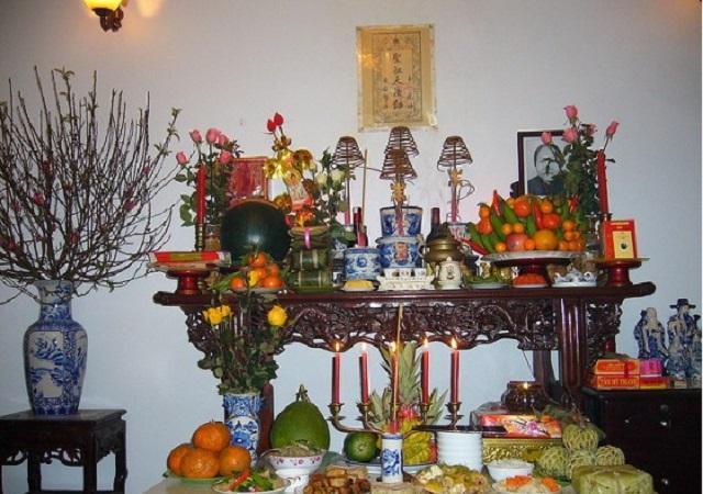 Các thứ thường thấy trên bàn thờ ngày Tết