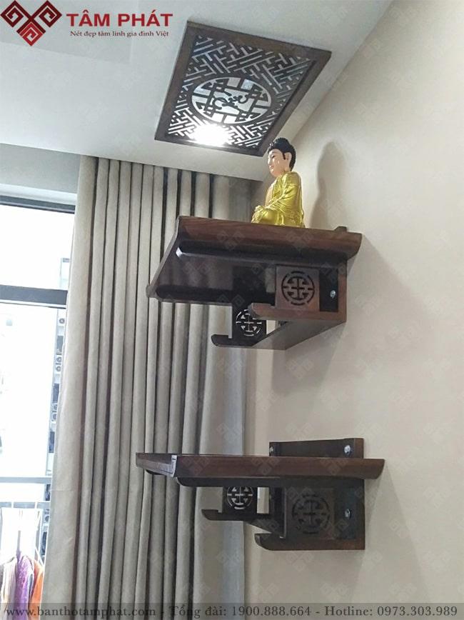 Bàn thờ gồm 1 tầng trên thờ phật và tầng dưới thờ gia tiên