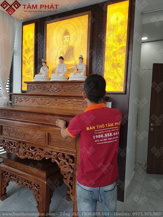 Bàn thờ Tam Cấp kết hợp tranh trúc chỉ trang trí tạo nên phòng thờ hoàn mỹ