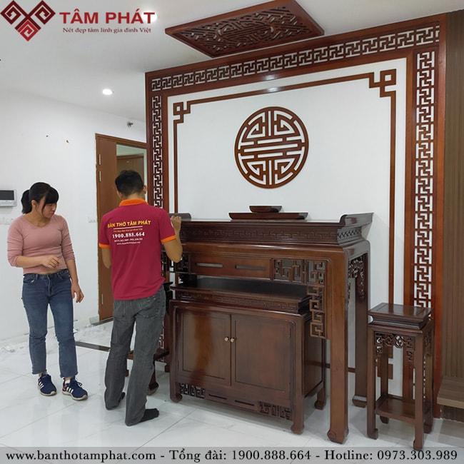 Vận chuyển và lắp đặt miễn phí tại nhà bàn thờ gỗ gụ Lào sang trọng BTG1108