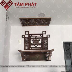 Bàn thờ treo tường được trang trí thêm ốp chữ Thọ